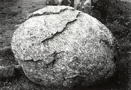 """Vejcovité """"jádro"""" zvětrávacího procesu horniny na příkladu """"finsterauské"""" velkozrnné žuly"""