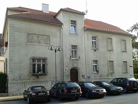 Jeho někdejší českobudějovická dětská ordinace naproti dnešní budově Českého rozhlasu