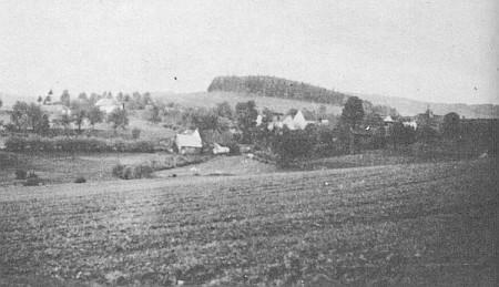 Vzácný snímek zaniklé vsi Hradový mezi Vyšším Brodem a Malšínem, zmiňované v jeho studii