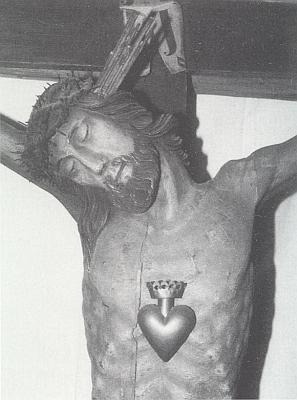Krucifix ze Dvorce zv. Balthashof ve Stodůlkách (Stadln), uchovávaný dnes v Muzeu Šumavy v Kašperských Horách, na jejím snímku (viz i Josef Haas a Zephyrin Zettl)