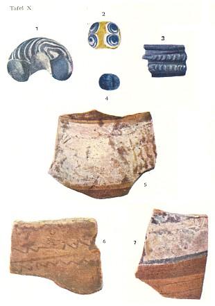 Třísovské skleněné perly na snímcích 1, 2 a 4 v barevné příloze jeho knihy
