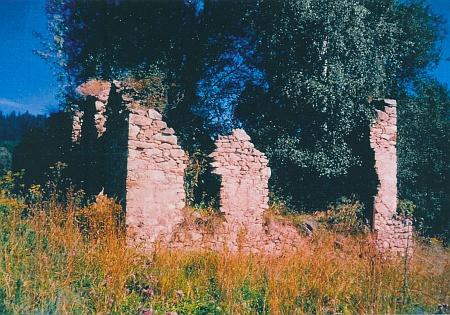 Ruiny stavení zvaného Oldn Hounsfeichtl
