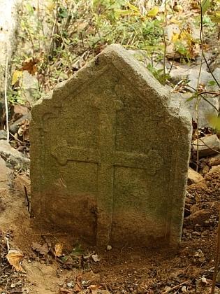 Náhrobek na hřbitově u kostela Sv. Anny u Pořejova