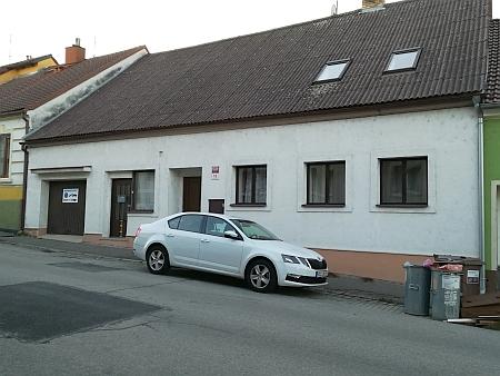 Dům čp. 18 v Tyršově ulici v českobudějovické čtvrti Suché Vrbné, kde žil