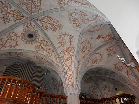 Kruchta a stropní malby hornoplánského kostela