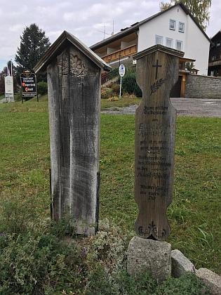 """Umrlčí prkna v """"české"""" a Bavorské Železné Rudě"""