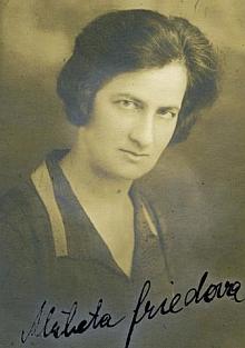 Tady je s pravopisně trochu chybným českým podpisem zachycena její dcera Elisabeth (Lisel), tedy Alžběta, rodačka z Tábora, která se jako hned několik Babettiných dětí stala obětí nacistického holocaustu