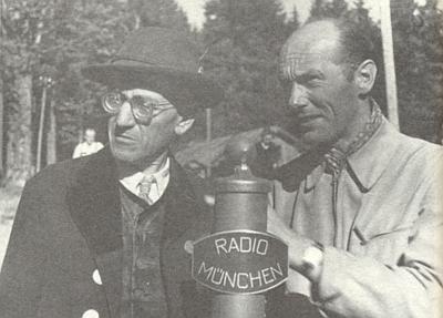Roku 1948 ti při Javorském jezeře vypráví do mikrofonu mnichovského rozhlasu o Bavorském lese