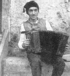 Jako lidový muzikant ve 30. letech minulého století
