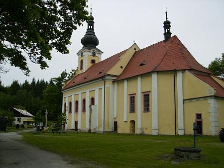 Opravený kostel ve Svatém Kameni v roce 2013