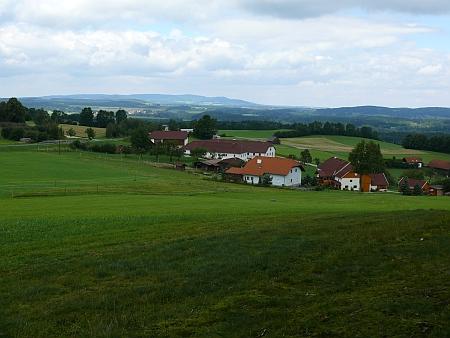 ... a pohled od kostela směrem do Čech