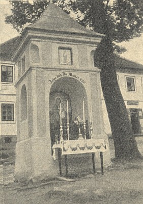 Kopie oltářního obrazu zdobila kdysi kupodivu i návesní kapli v poměrně vzdáleném Hodňově