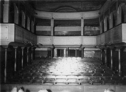 Městské divadlo v Českém Krumlově na snímcích z druhé poloviny čtyřicátých let 20. století