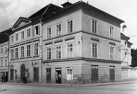 Českobudějovické divadlo na staré fotografii
