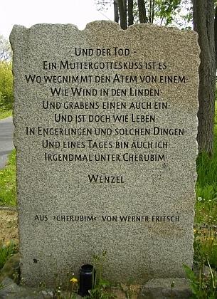 Památník s citací z jeho román Cherubim při cyklistické stezce mezi Chebem a Waldsassen