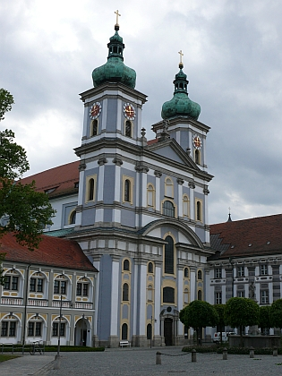 Klášterní kostel a knihovna v rodném městě Waldsassen