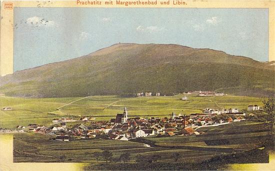 """Prachatice s Lázněmi sv. Markéty a horou Libín na staré barevné pohlednici firmy """"Diorama"""""""