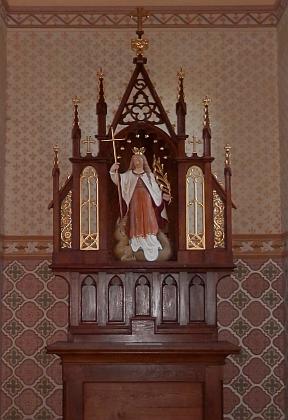 Obnovená (2018) kaple sv. Markéty a nová socha světice na jejím oltáříku, pořízená podle starého snímku Josefa Seidela někdy zkonce 19. století