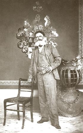 Majitel koutsko-trhanovského velkostatku Jiří, říšský hrabě ze Stadionu, výstřední podivín a mecenáš, je pochován v Trhanově