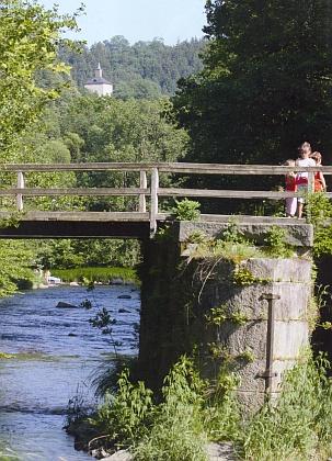 Řeka Ilz s hradem Fürsteneck v pozadí