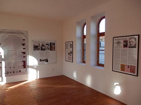 V bývalém hrobnickém domku na židovském hřbitově v Českých Budějovicích byla v roce 2017 zpřístupněna expozice,     připomínající dějiny Židů ve městě - jeden z panelů je věnován i jemu