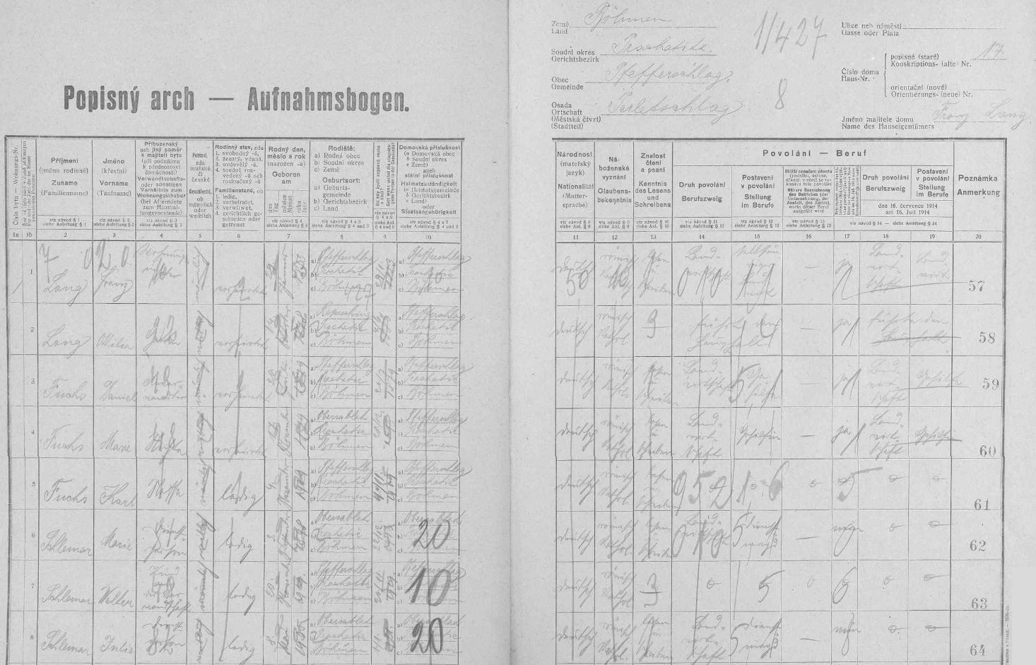 """Arch sčítání lidu z roku 1921 pro perlovické stavení čp. 17, kde žil jeho majitel Franz Lang (*29. ledna 1853 v Perlovicích), jeho žena Ottilie (*14. října 1848 v Řepešíně), jejich neteř Marie Jakschiová, provd.Fuchsová se svým manželem Danielem a synem Karlem, jakož i služebné síly Marie a Julie Schlemarovy s """"dítětem z příbuzenstva"""" Walterem Schlemarem"""