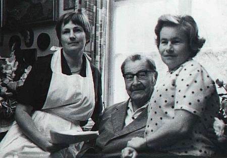 Se svými dcerami na snímku z roku 1970 ve východoněmeckých Drážďanech, kde dva roky nato i zemřel