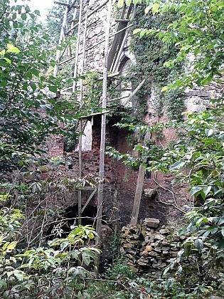 Hláska se zachovaným gotickým oknem