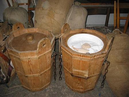Soumarské džbery s nákladem soli