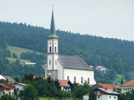 Farní kostel Nejsvětější Trojice v Grainetu je postaven z tittlingské žuly