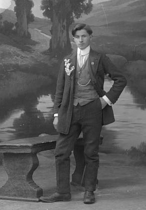 Na snímku z fotoateliéru Seidel s datem 24. března roku 1915
