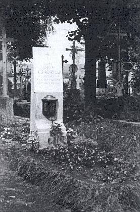 Náhrobek sebevrahův na bechyňském hřbitově usv.Michala