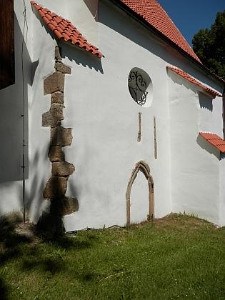 Farní kostel v Petrovicích v roce 2020