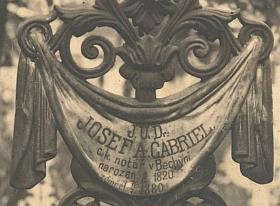 Hrob sebevrahův na bechyňském hřbitově usv.Michala měl také pohnuté osudy: tento původní hrob byl v roce 1930 zrušen (snímek je pravděpodobně zlet dvacátých), ...