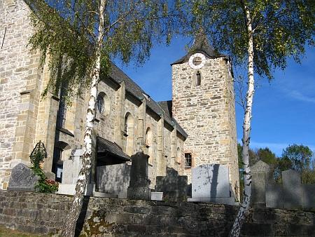 Kostel sv. Gottharda v Kirchbergu s přilehlým hřbitovem