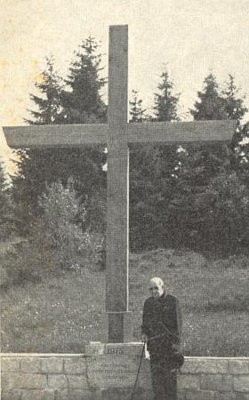 Při pamětním kříži v bavorské obci Bischofsreuth nedaleko české hranice při někdejším Kunžvartě (dnes Strážný), kde kdysi působil jako farář