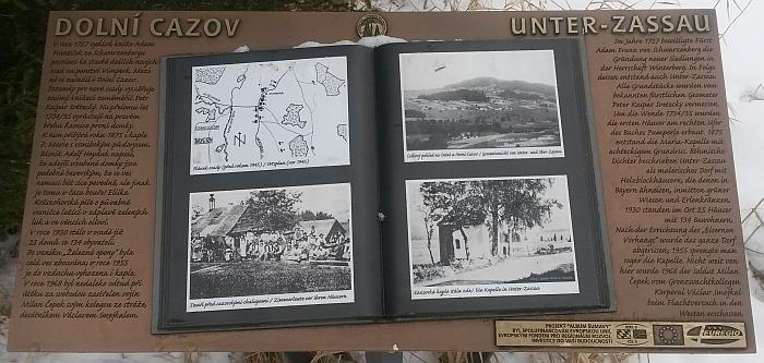 Informační tabule na místě zaniklého rodného Dolního Cazova
