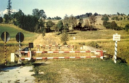 Takto vyhlížel dnešní hraniční přechod Strážný u někdejší osady Silnice, odkud pocházela Gaierova matka, ještě v roce 1965