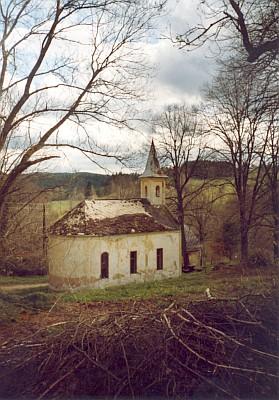 Téměř rozpadlá dnes krejčovická kaple sv. Josefa