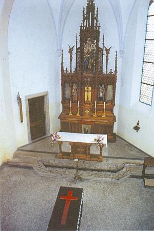 Vnitřek renovované hřbitovní kaple Panny Marie v Českém Krumlově na snímku zroku2000