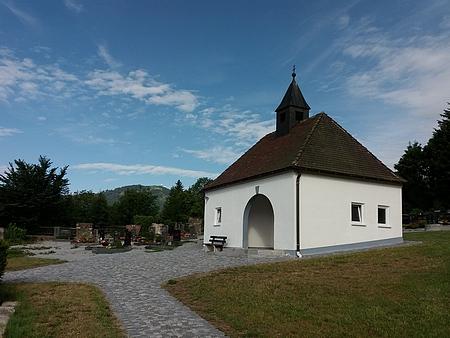 Hřbitov v Bavorské Železné Rudě s výhledem na Velký Javor