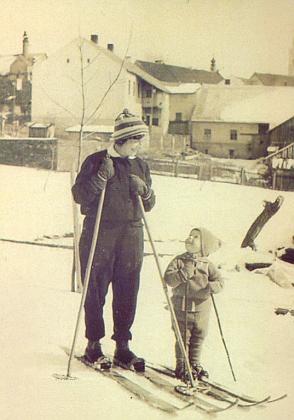 Malý Erhard Gattermann, její budoucí manžel, se svou maminkou
