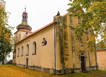 Kostel Povýšení Sv. Kříže, po němž se rodný Chodský Újezd původně jmenoval