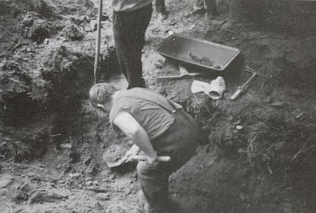 Jeho snímek zachycuje začátek exhumace v Grubergu