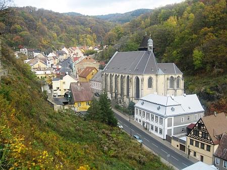 Pohled z hradu v severočeské Krupce (Graupen) na historické jádro města, kde byla založena Kongregace sv. Michaela archanděla