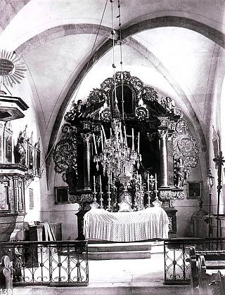 Interiér boletického kostela na historických snímcích Josefa Seidela
