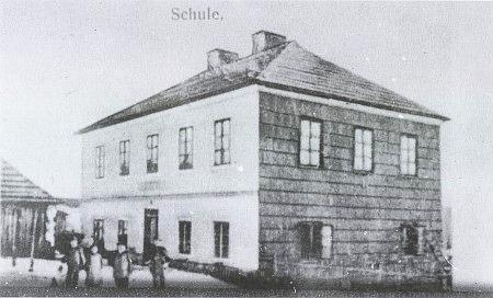 Škola v Nicově, kam z Milova chodil