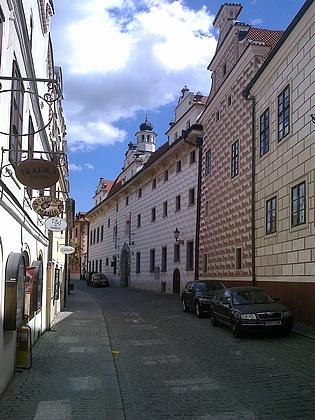 Někdejší jezuitská kolej (už dlouhá léta hotel Růže) nasnímkuzHorní ulice
