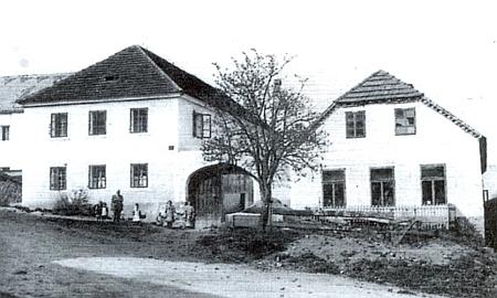 """Hostinec zvaný """"Matschi-Wirtshaus"""" ve Ktiši na snímku z roku 1912"""