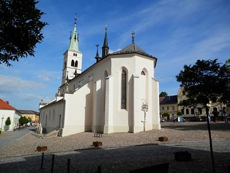 Kašperskohorské náměstí s arciděkanským kostelem sv. Markéty